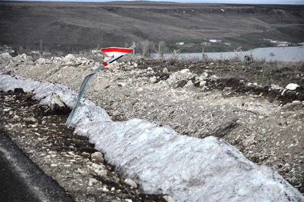 İşaret ve uyarı levhaları tahrip ediliyor