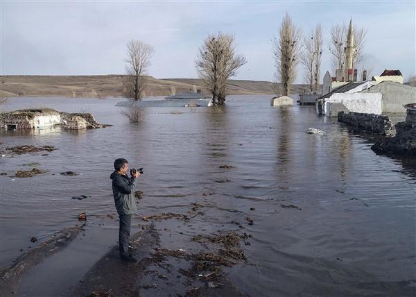 Kars Baraj Gölü'nde hüzün ve yeni yaşam bir arada