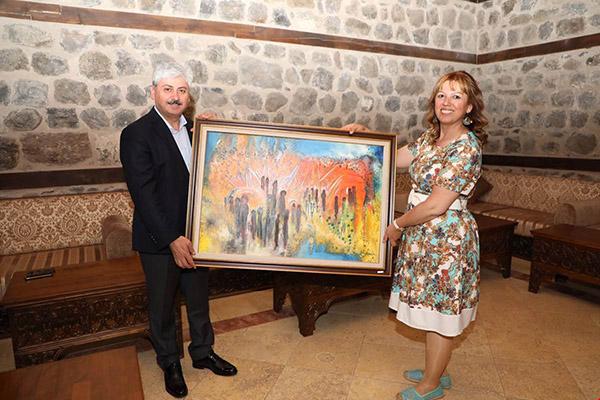 Vali Doğan, resim sergisinin açılışını yaptı