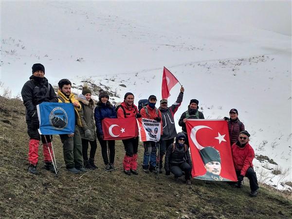 Atatürk ve şehitler anısına Yahni Dağı'na zirve