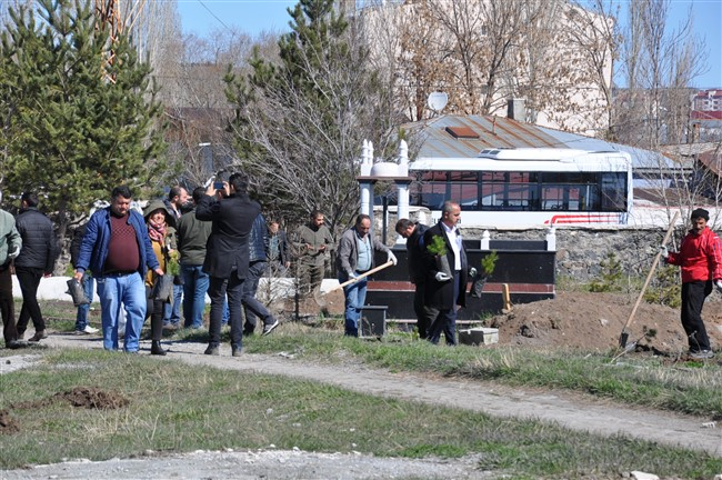 Belediye Kars'ta tüm mezarlıkları ağaçlandıracak