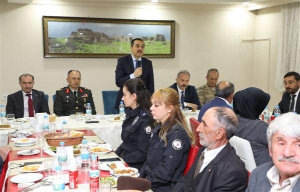 Vali Türker Öksüz, Şehit yakınlarıyla iftarda bir araya geldi