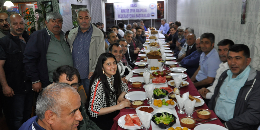 Kars'ta gelenek bozulmadı, spor camiası iftarda buluştu