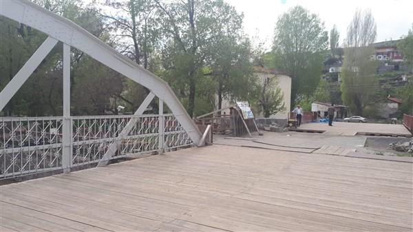 Millet Bahçesinin merdivenleri yeniden yapılıyor