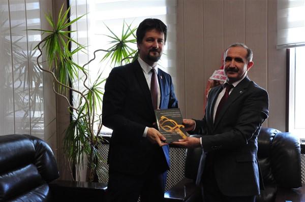 Macaristan'ın Ankara Büyükelçisi Victor Matis, Rektör Kapu'yu ziyaret etti