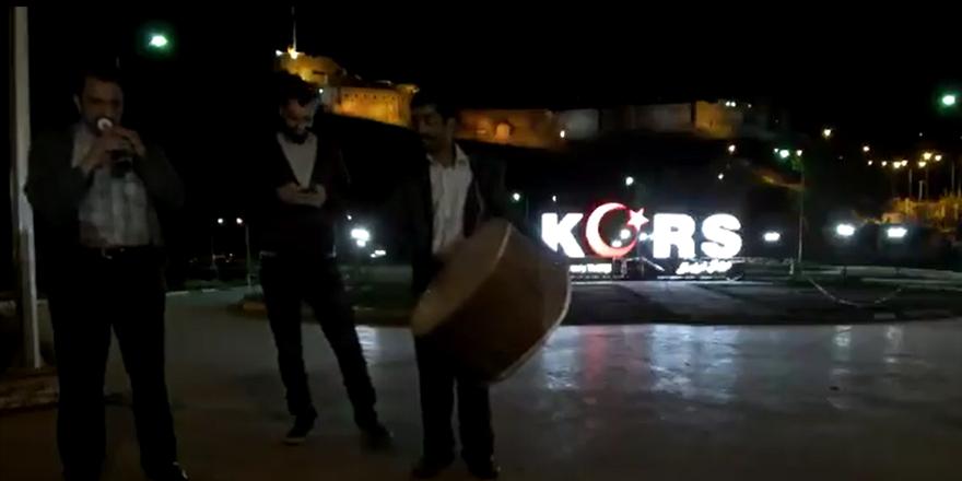 Kars'ta ramazan davulcuları sigaranın zararlarına değindi