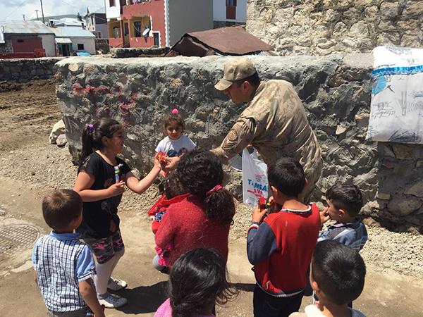 Dağpınar Jandarma, Bayramda çocukları unutmadı