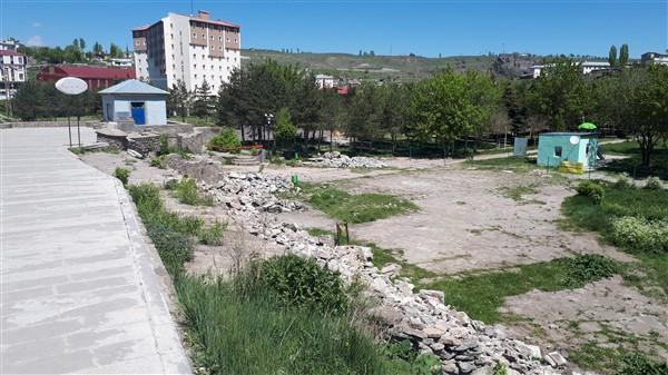 Mesut Yılmaz Parkı, bombalanmış Suriye kentini aratmıyor