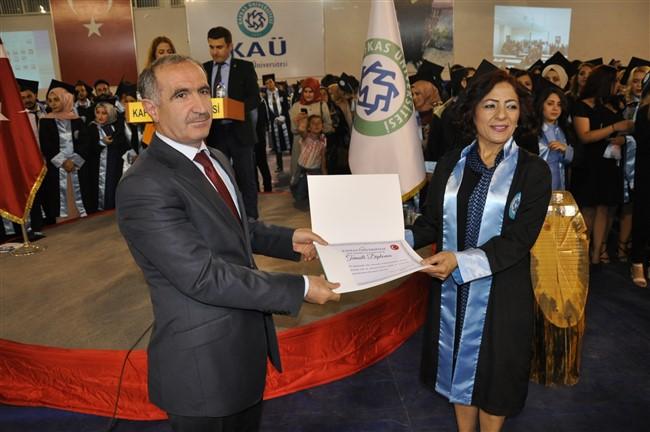 KAÜ Fen-Edebiyat Fakültesinde mezuniyet coşkusu