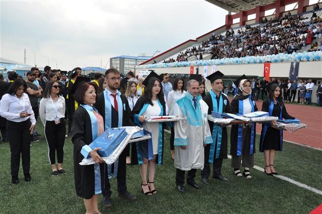 KAÜ'den 2 bin 800 öğrenci mezun oldu