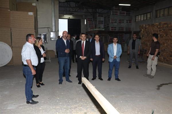 Vali Türker Öksüz, OSB'de üretim tesislerini inceledi