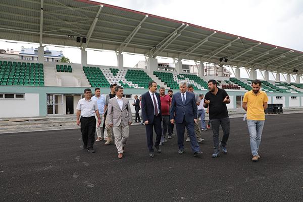 Vali Türker Öksüz, şehir stadyumu ve buz pateni inşaatını inceledi
