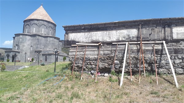 Tarihi duvar, turistler için tehlike oluşturuyor