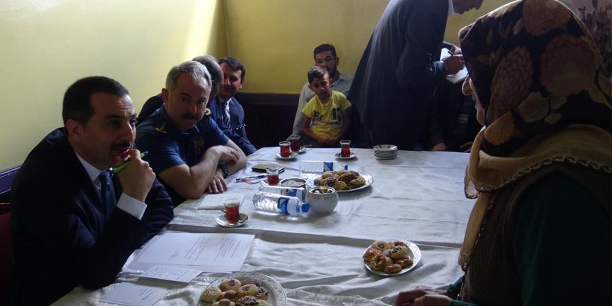 Vali Öksüz vatandaşların sorunlarını dinledi