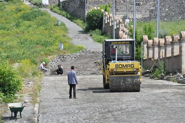 Tarihi Kars Kalesi yoluna kilit taşı döşeniyor  (4)