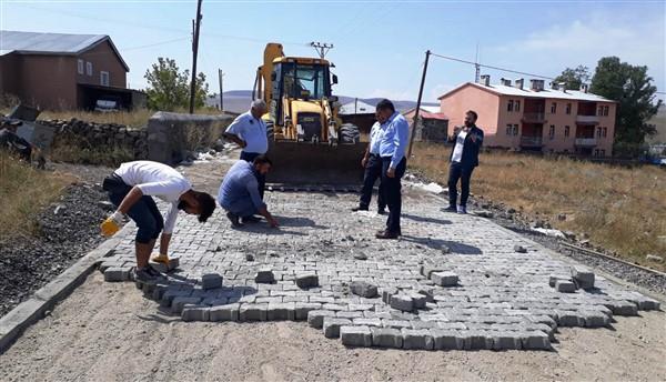 Susuz Belediyesi, mahalle aralarındaki yolları yapıyor