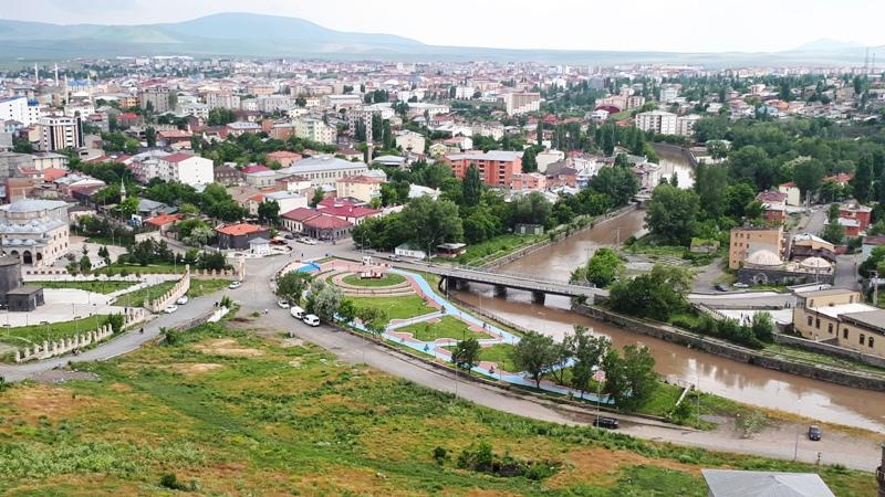 Türkiye'de 2018 yılında 3 milyon 57 bin 606 kişi iller arasında göç ederken, Kars'ta ise son11 yılda 20 bine yakın kişi çeşitli nedenlerle diğer illere göç etti.
