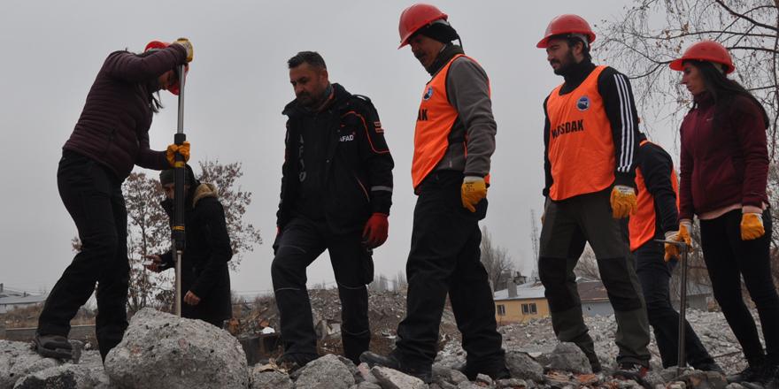 Kars AFAD Gönüllülerine enkazda eğitim!