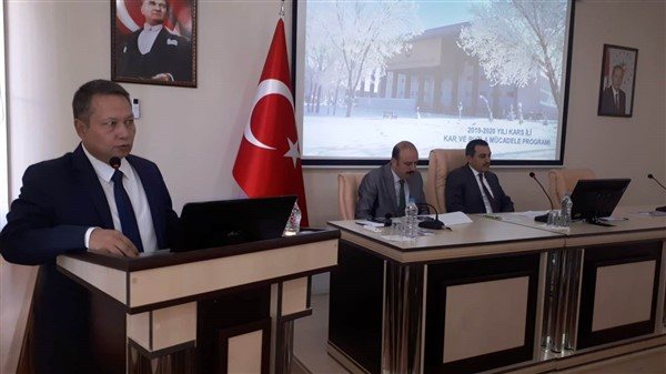 Vali Öksüz, karla mücadele toplantısı gerçekleştirdi