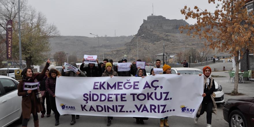"""Kars'ta """"Kadına yönelik şiddete hayır"""" yürüyüşü"""