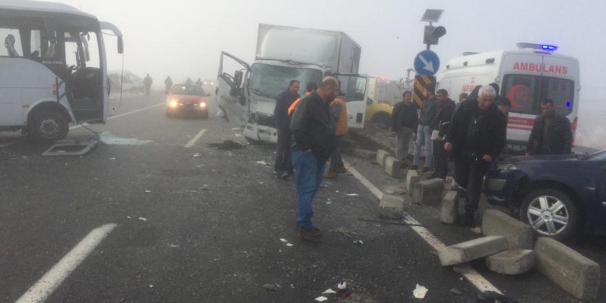 Kars'ta zincirleme trafik kazası: 12 yaralı