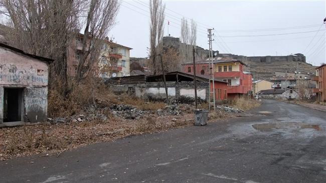 Şehrin Göbeğinde Metruk Cadde, Heyelanlı Sokak