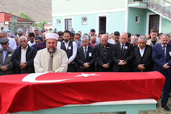 Müze Müdürü Nejmettin Alp, son yolculuğuna uğurlandı