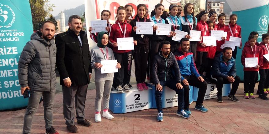 Kars'ı Mihralibey Ortaokulu temsil edecek