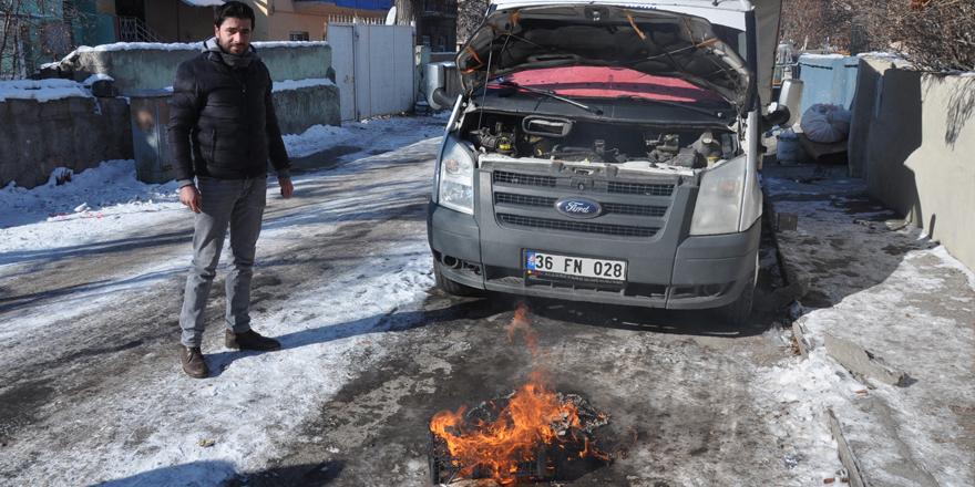 Kars'ta çok sayıda araç dondu