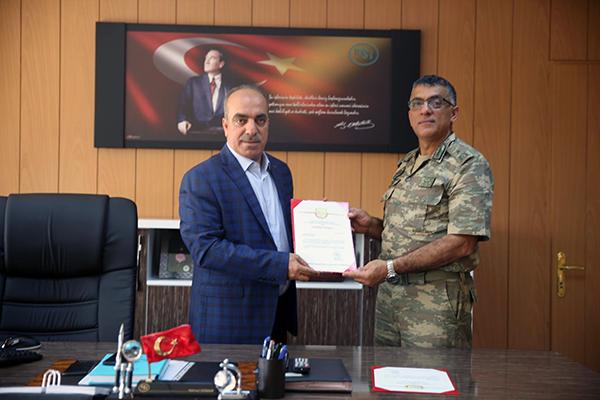 Tugay Komutanı İnan'dan DSİ Bölge Müdürü Dündar'a teşekkür belgesi