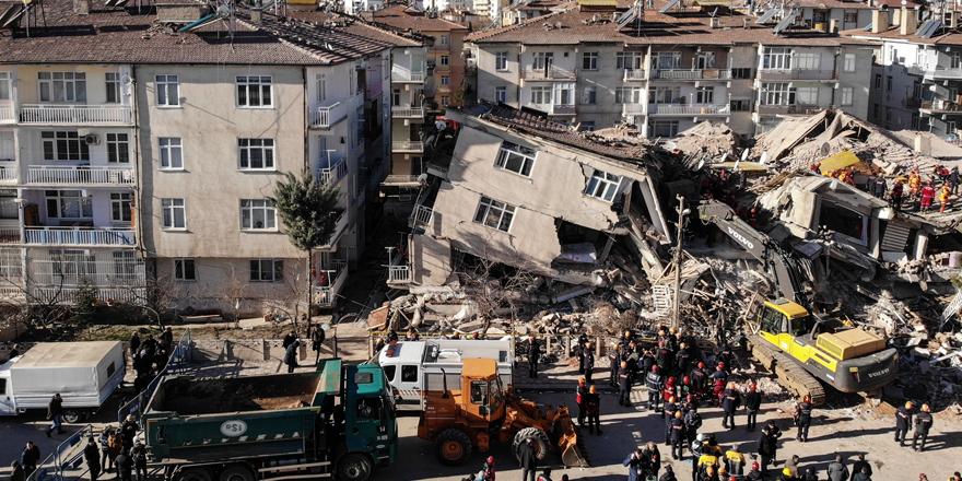 """AFAD: """"Depremde hayatını kaybedenlerin sayısı 21' e yükseldi"""""""