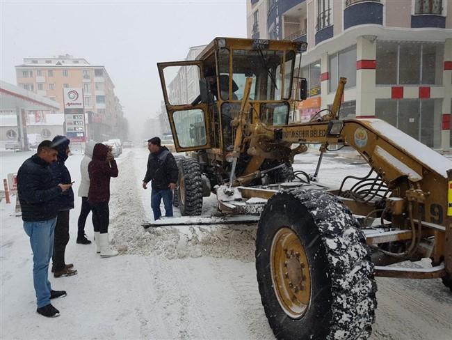 Kars Belediyesi karla mücadele ediyor