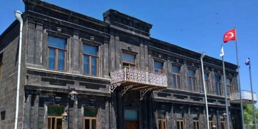 Kars Belediyesi depremzedelere yardım topluyor