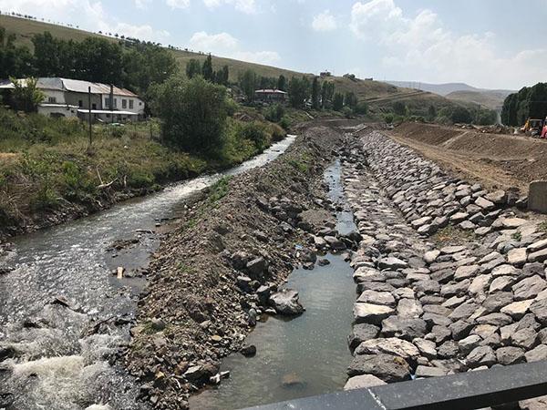 DSİ heyeti Susuz ilçesi taşkın koruma inşaatını inceledi