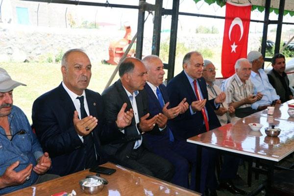 Yol İş Sendikası Genel Başkanı Ağar, Şehit ailesine taziyede bulundu