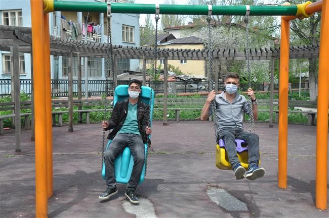 Kars'ta gençler çocukluklarına döndü!