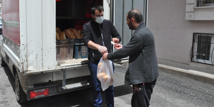 Kars'ta ekmekler vatandaşların kapısına getiriliyor