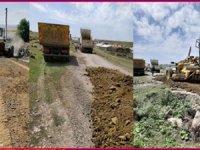 Arpaçay köy içi yollarında kumlama çalışması