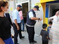 Kars Belediyesi, maske ve sosyal mesafe denetimi yaptı