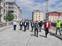 Kars Belediyesinin yol ve kaldırım çalışmalarında yoğun mesai