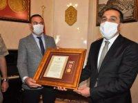 Devlet Övünç Madalyası ile ödüllendirildi