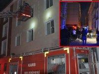 Kars'ta 4 katlı binada çıkan yangın korkuttu