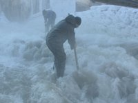Kars'ta eksi 27 derecede buzla imtihan