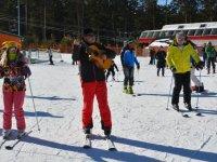 Kristal kar üzerinde gitar eşliğinde doyasıya kayak yaptılar