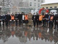 Kars'ta kadınlar kar altında da unutulmadı