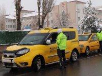 Kars'ta yolcu taşımacılığı yapan araçlar denetlendi