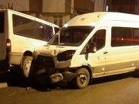 Kars'ta iki minibüs çarpıştı