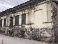 Kars'ta, sahiplerinin terk ettiği tarihi evler yıkılıyor