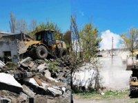 Kars'ta metruk binalar nihayet yıkılıyor