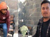 Kars'ta, Fas'lı mülteci günlerdir cami bahçesinde yatıp kalkıyor
